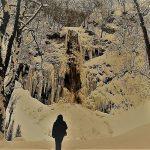 深い鳥海高原、森と雪の中、彼が目前にしたものは・・。